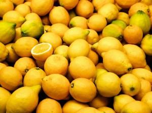 Valencia_market_-_lemons-1940x1454